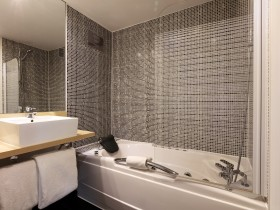 Superior Jacuzzi Suite - Dormitorio