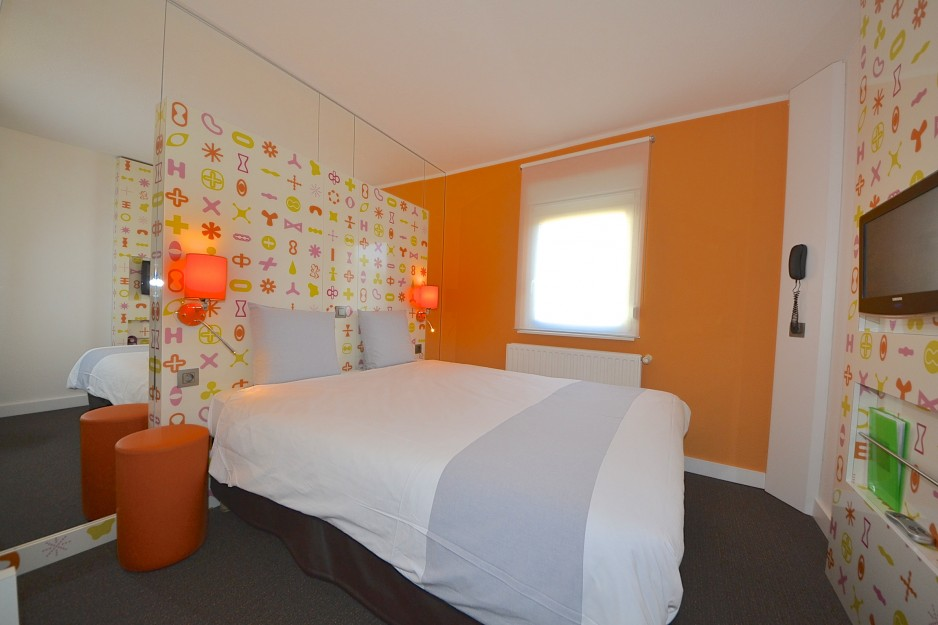 H tel journ e la louvi re ibis styles la louvi re for Prix chambre hotel ibis